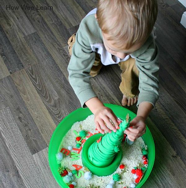 A great christmas sensory bin for kids
