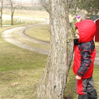 An outdoor scavenger hunt for kids! Such a great idea!