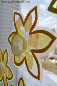 Spring crafts for toddlers - flower suncatchers