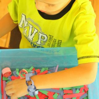 These quiet boxes are perfect for quiet time activities for kids. Making paper chains into jewellery! Great for developing fine motor skills too.