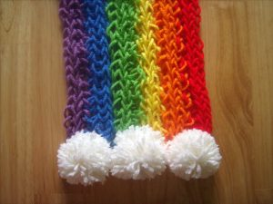 knitting-for-kids-rainbow-scarf
