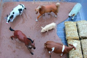 sensory-activities-for-toddlers-wash-the-dirty-farm-animals