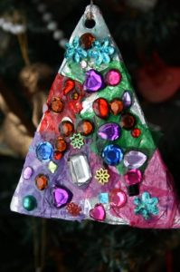 christmas-ornaments-to-make-with-kids-tin-foil-tree