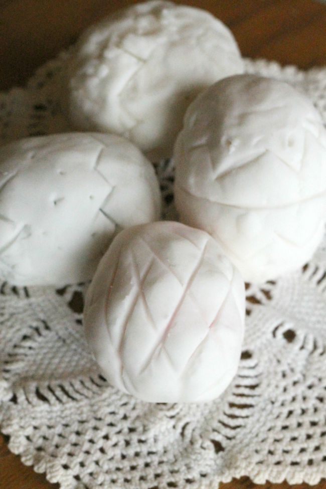 How to make hollow clay Easter eggs with kids! Such a great activity for preschoolers.
