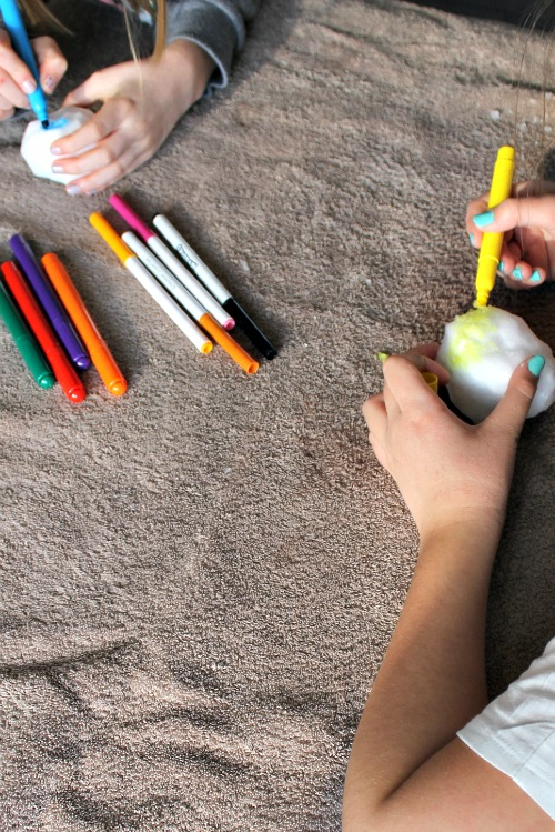 coloring snow with markers