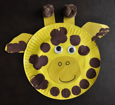 a giraffe craft made with paper plates for preschoolers