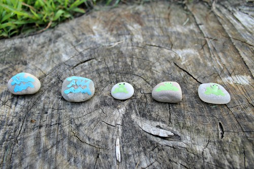 story stones with five green and speckled frogs