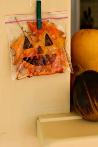 Such an adorable leafy pumpkin craft for toddlers and preschoolers!