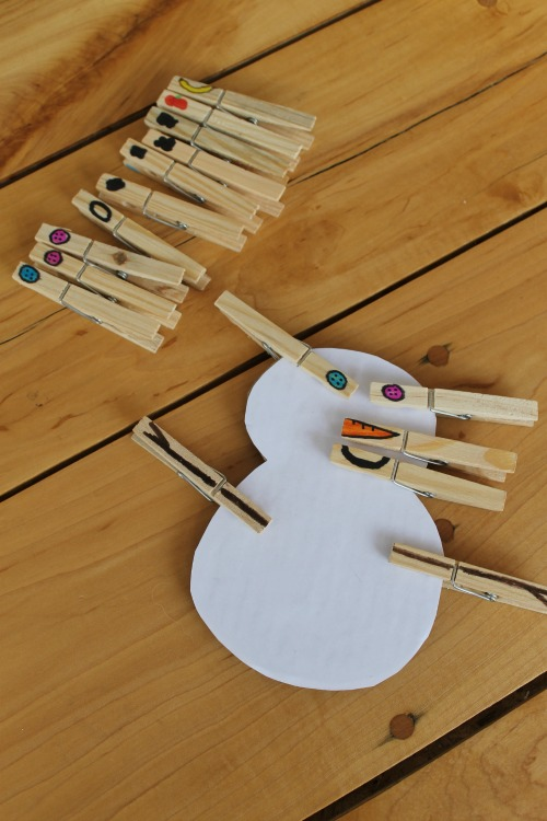 This winter STEM activity is great for also strengthening fine motor skills. Such a cute snowman craft for preschoolers! #snowman #STEM