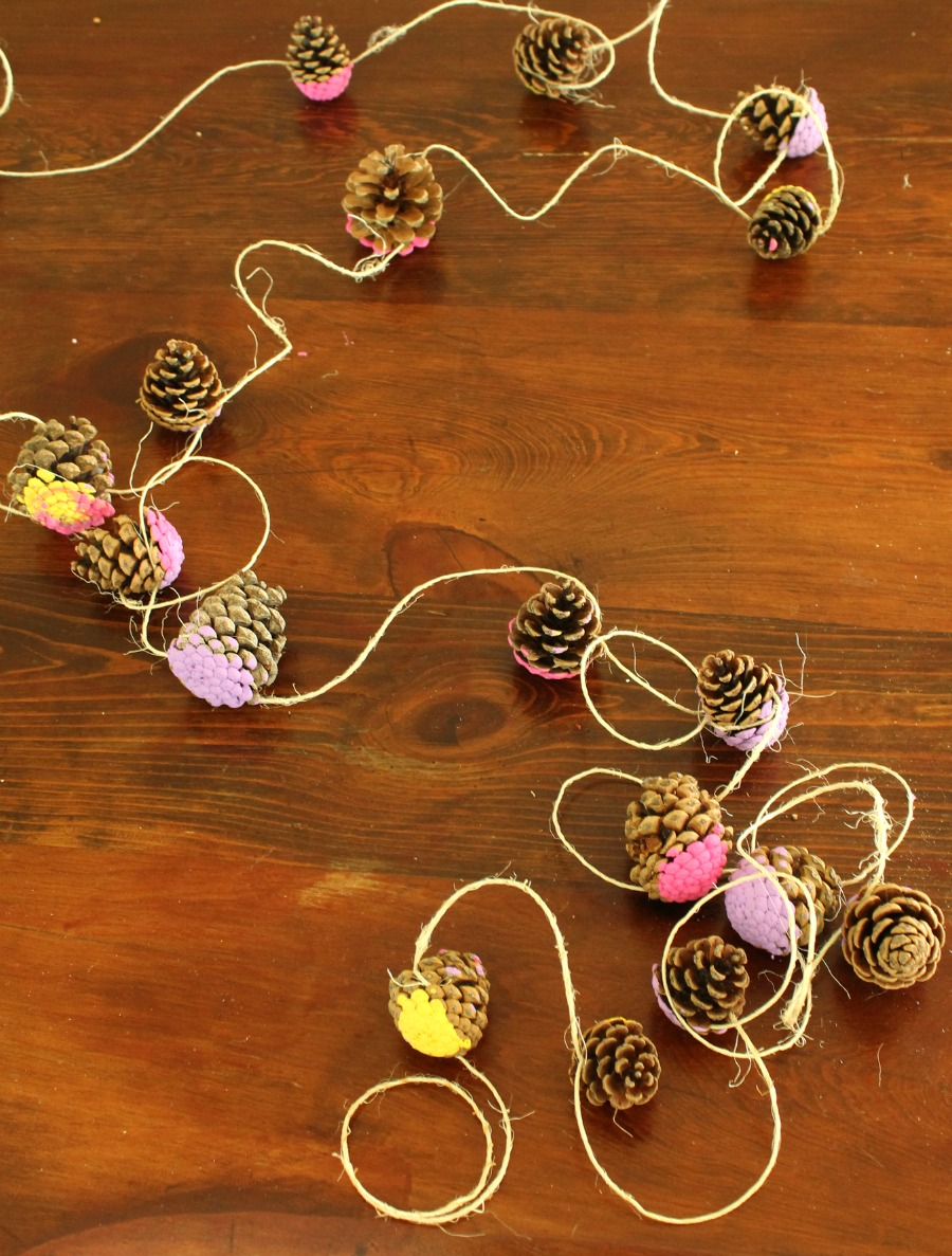 A pretty pine cone garland craft