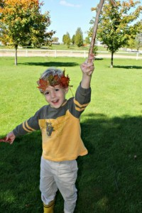 Fall crafts for kids - fall leaf crown