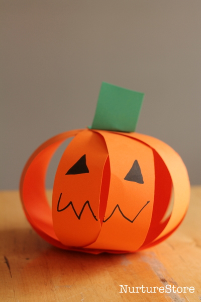 Fall crafts for kids - paper strip pumpkins
