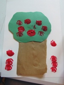 Fall crafts for preschoolers - apple trees