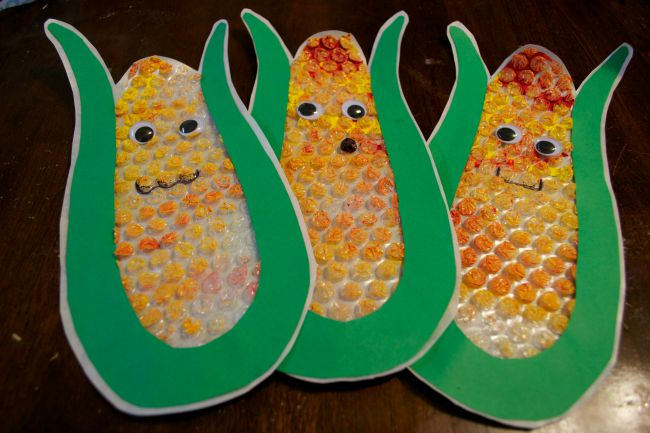 Fall crafts for preschoolers - bubble wrap corn