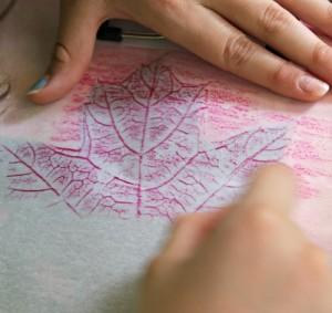 Fall crafts for preschoolers - leaf rubbings