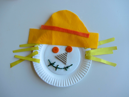 Fall crafts for preschoolers - paper plate scarecrow