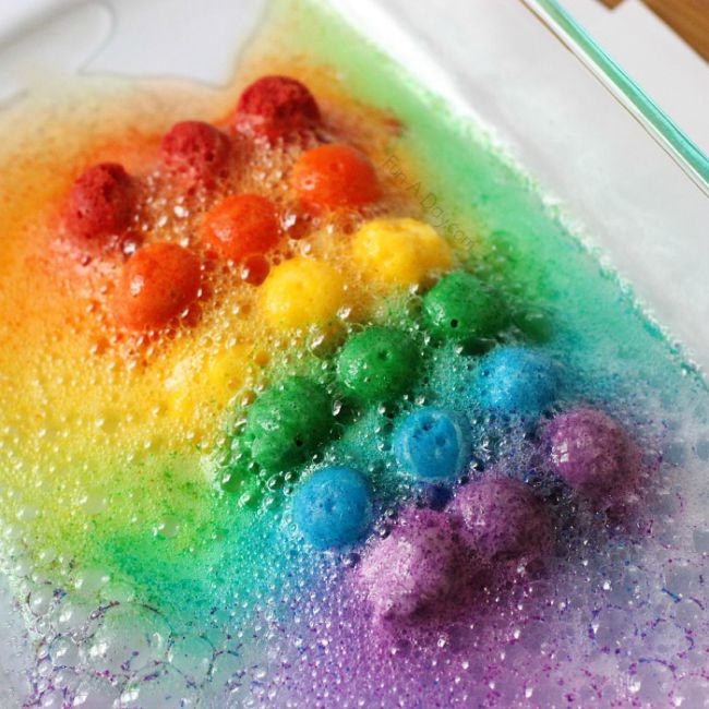 Science experiments for preschoolers - fizzing rainbow