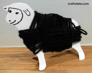 Nursery rhyme crafts for toddlers - yarn wrap sheep