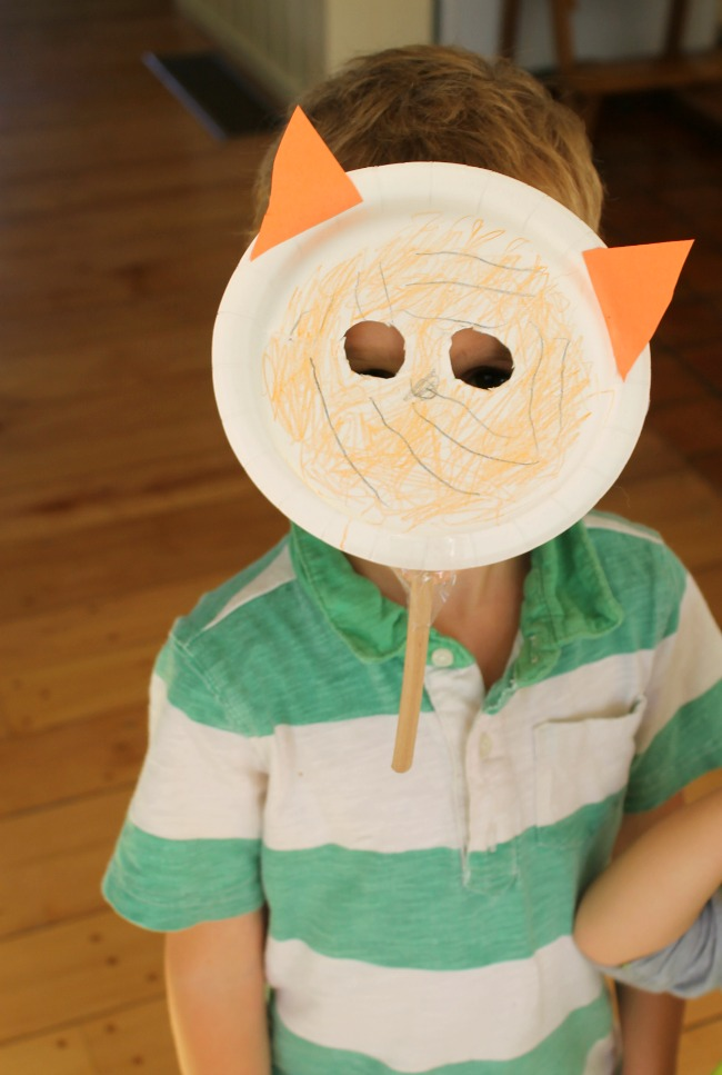 A Cute paper plate tiger craft! & A tiger chased a dog ... - How Wee Learn