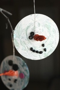 Christmas crafts for kids - CD snowman