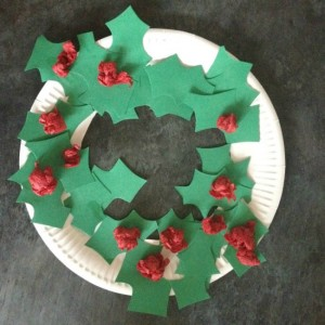 Christmas crafts for kids - paper plate wreath