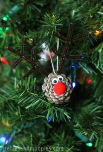Christmas crafts for kids - pine cone reindeer