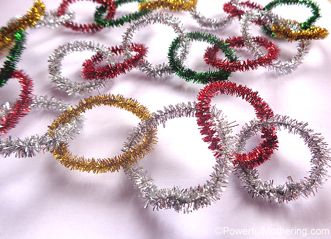 Christmas crafts for kids - pipe cleaner garland