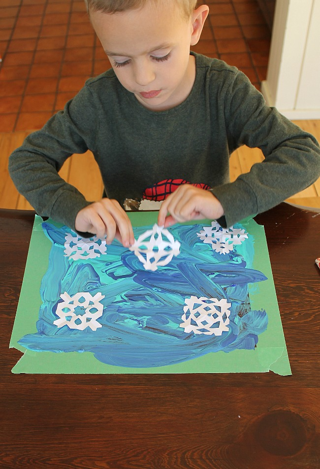 snowflake printmaking art project for preschoolers!