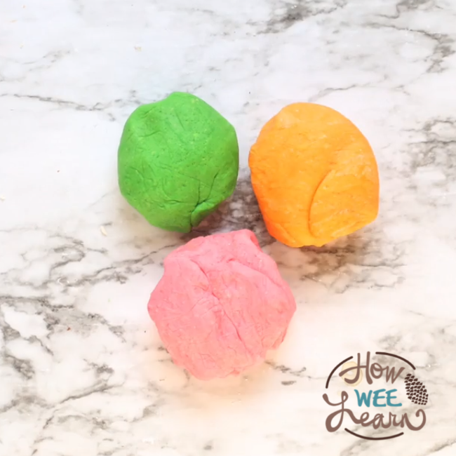 This is the easiest no-cook playdough recipe EVER! And it turns out silky smooth too. It takes less than 5 minutes to make and lasts for 6 months! #playdough #playdoughrecipe #tutorial #preschoolactivity #toddlercraft #funforkids #parentingtips #howweelearn #finemotorskills