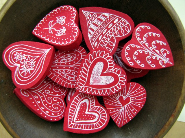 Valentines crafts for preschoolers - decorated wooden hearts