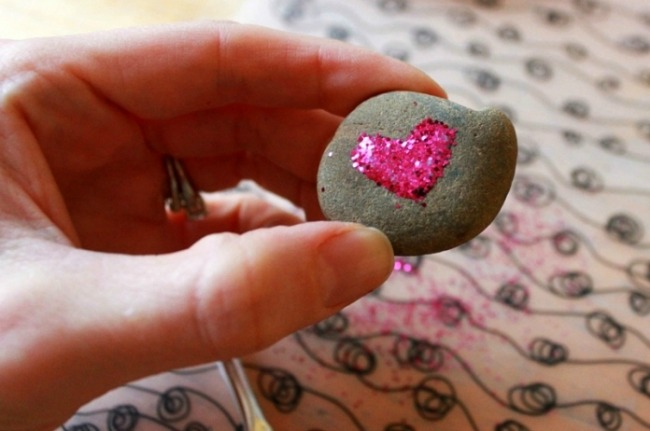 Valentines crafts for preschoolers - heart rocks