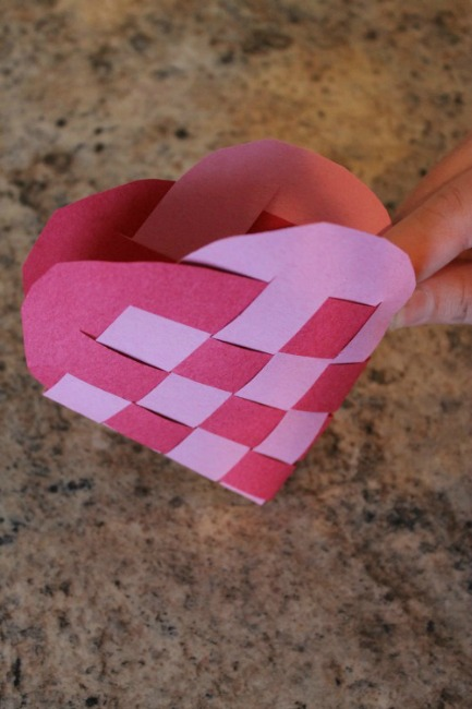 Valentines crafts for preschoolers - woven heart