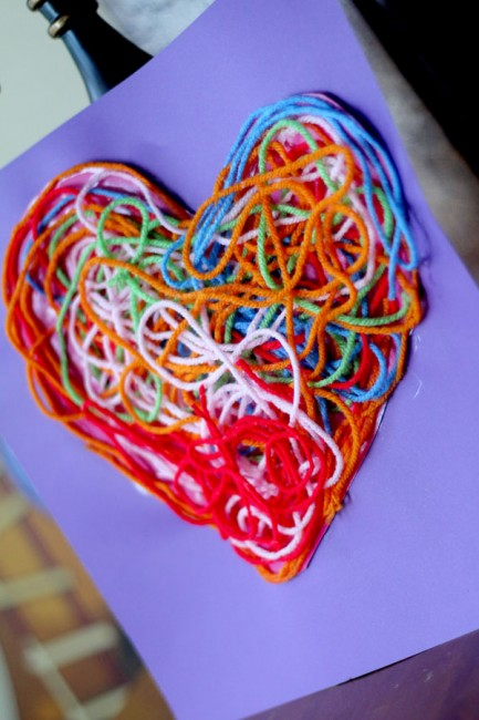 Valentines crafts for preschoolers - yarn heart