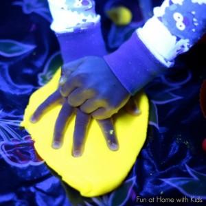 Easy play dough recipe - glow in the dark play dough