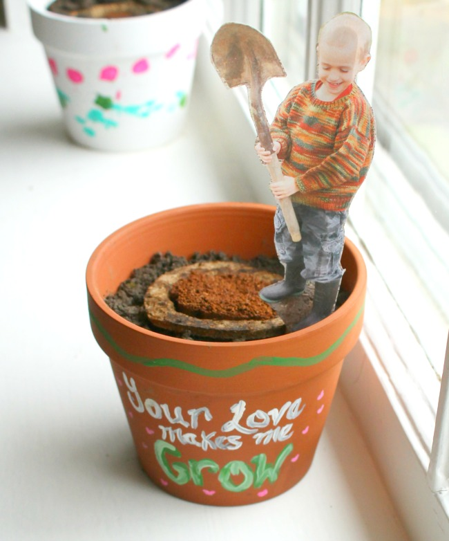 """Your Love Makes me Grow"" Planters! Such a cute preschooler homemade gift for Mother's Day"