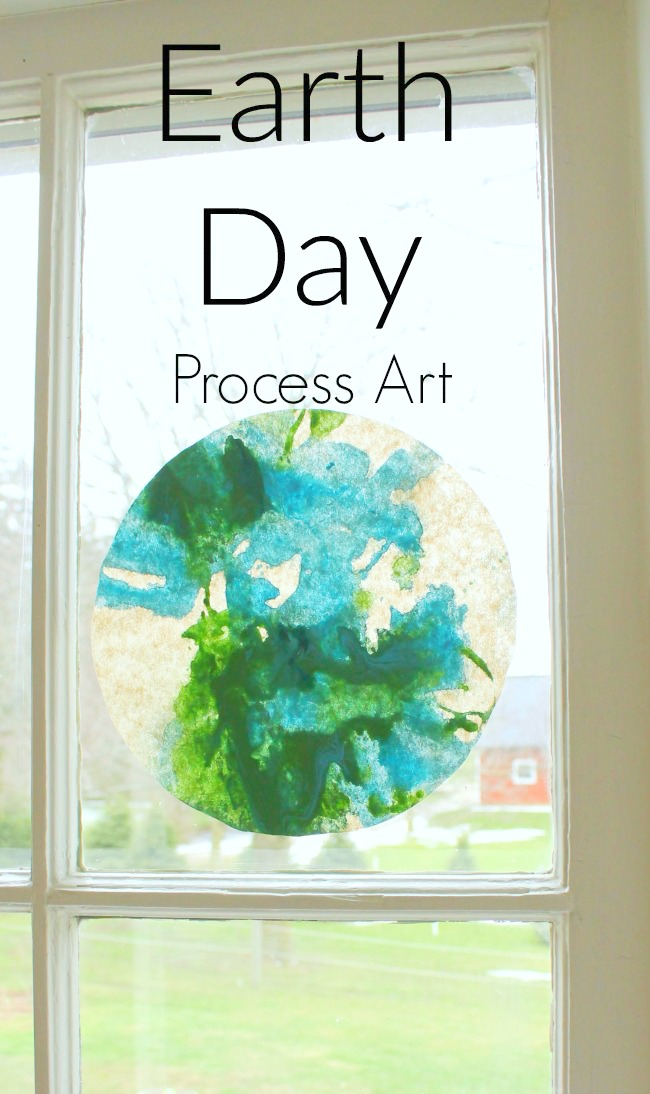 A super fun process art craft for Earth Day! This craft is great for toddlers, preschoolers, and fun for big kids too.
