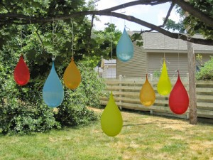 Fun outdoor games for kids - water balloons pinatas