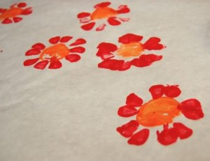 Spring crafts for toddlers - bottle print flowers