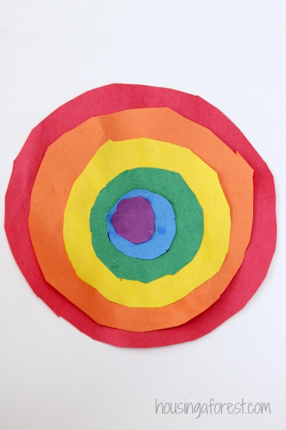 Spring crafts for toddlers - circle rainbows