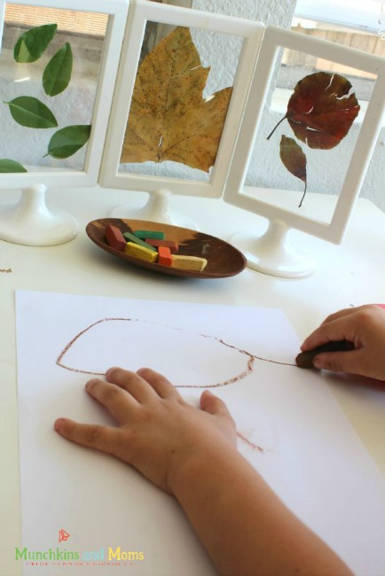 Fall crafts for kids - invitation to draw leaves