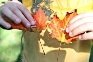 Fall crafts for kids - threading leaves