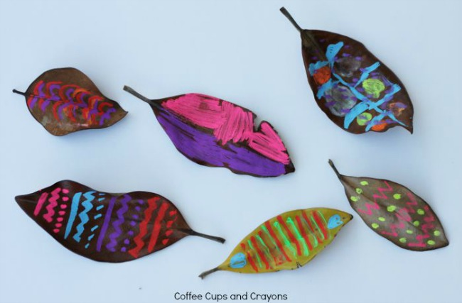 Fall leaves craft - chalk art leaves
