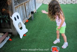 Halloween games for kids - pumpkin ghost toss