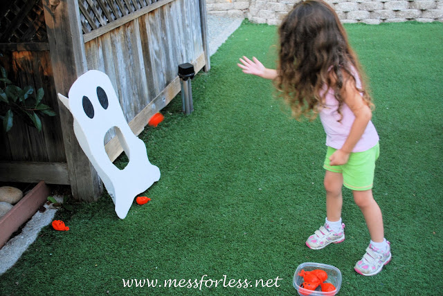 Halloween games for kids - pumpkin ghost toss