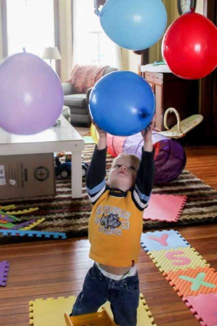 obstacle-course-ideas-balloons