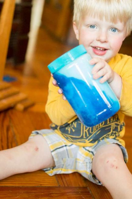 Sensory Activities for Toddlers - place food coloring, rice, glitter and soap in a jar with water to engage your child's sense of sight and entice curiosity