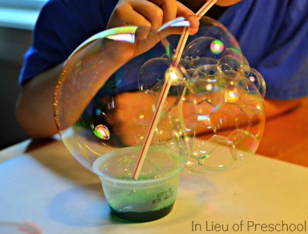 christmas-art-for-kids-bubble-painting
