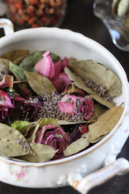 making-potpourri-with-kids-rose-potpourri