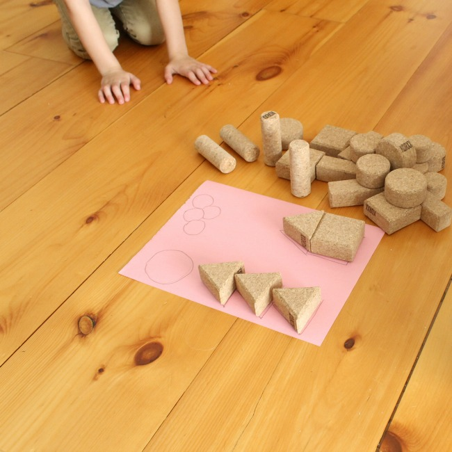 Quiet Time Ideas for Kids - Use quiet cork or foam building blocks for quiet time and trace them to build fun picture puzzles! #howweelearn #quiettime #independentplay #preschoolactivities #preschoollearning