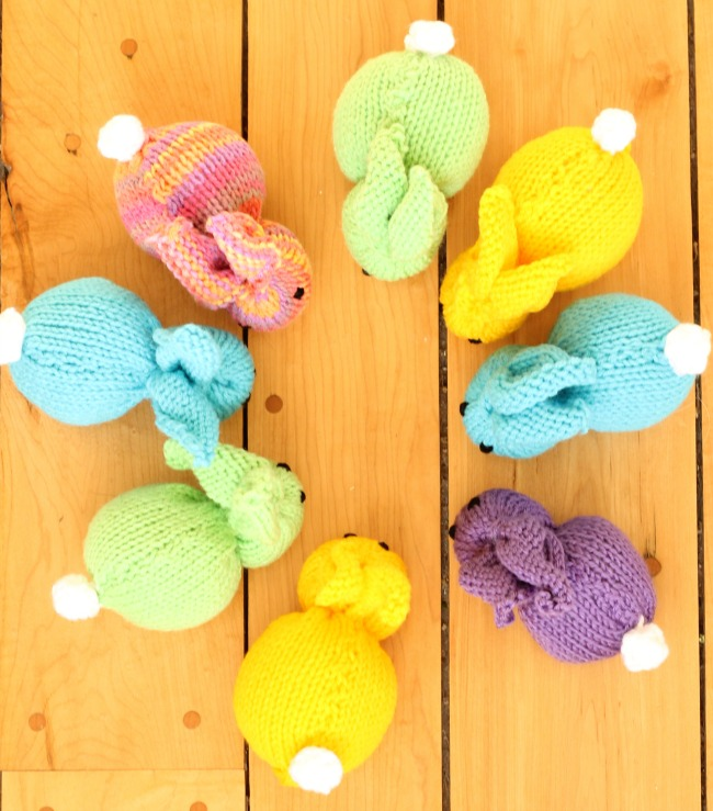 These knit bunnies are so cute! They are made from only one knit square and are so simple to sew together. A great knitting project for kids